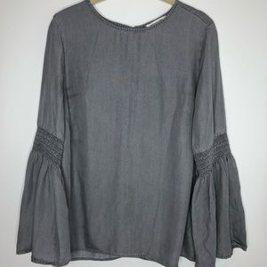 Beach lunch lounge gray blouse, long bell sleeves
